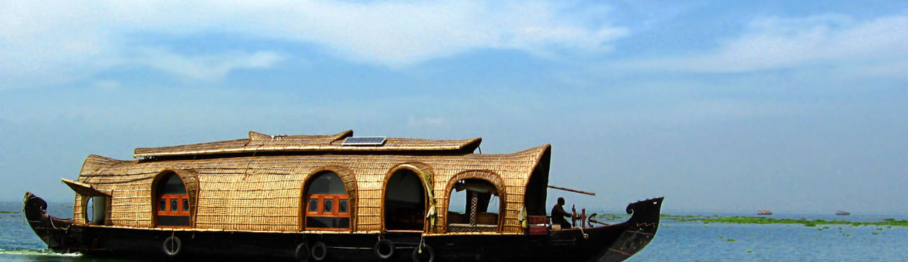 ???? ?? ?????? ????? ?? ??????? (Houseboat on the Kumarakom Back
